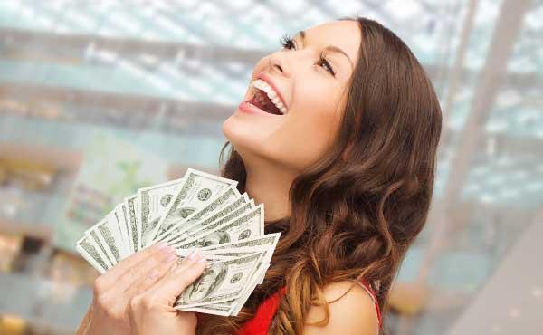 裕福で、お金に困らない女性