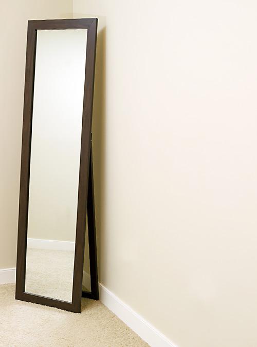 壁にかけた鏡