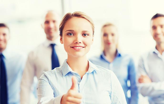 仕事を褒める女性