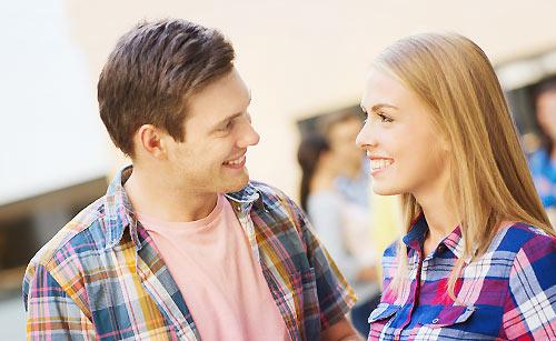 恋人を安心させる女性