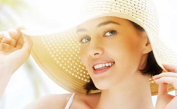 紫外線対策は目からが常識!肌を日焼けから守る3アイテム