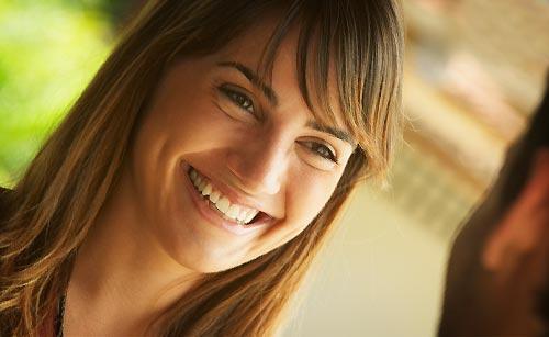 無邪気な笑顔な女性