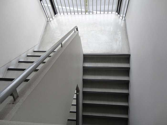 階段はしんどい