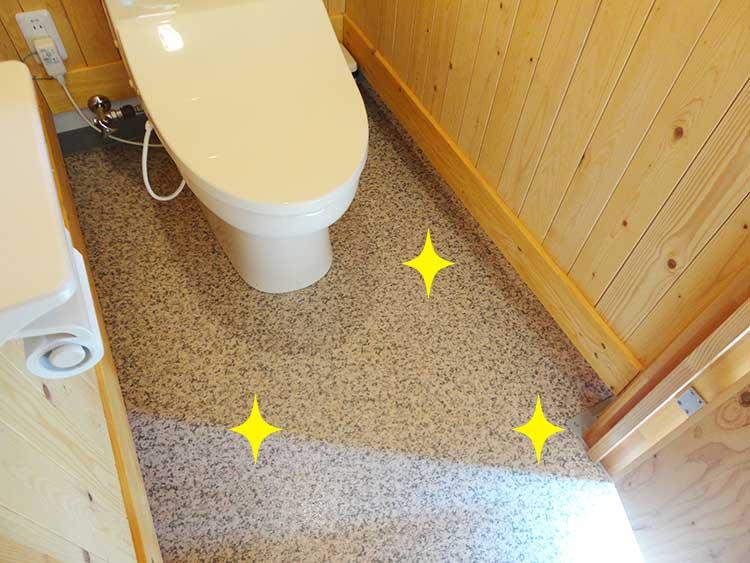 トイレの床を拭く