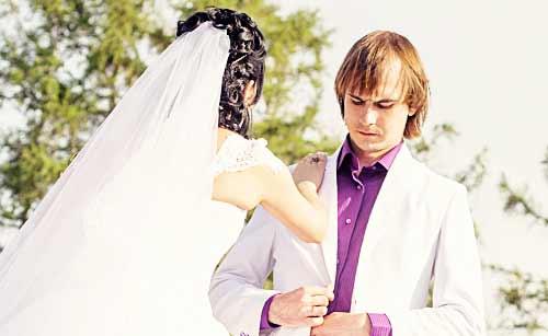 結婚式で揉めるカップル