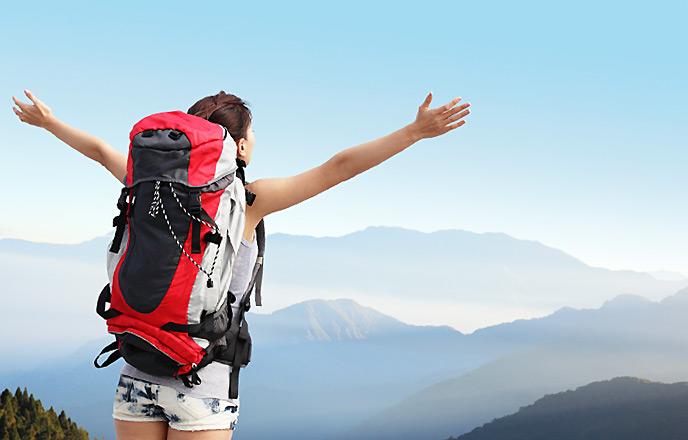 登山を楽しむ女性