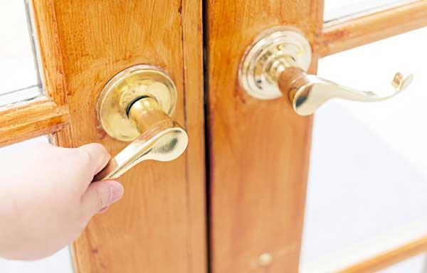 ドアを閉める