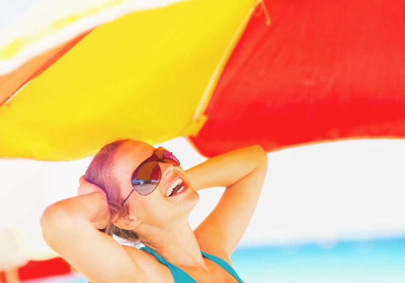 日傘とサングラスで紫外線対策