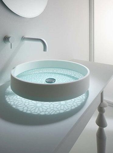 影が素敵な洗面器