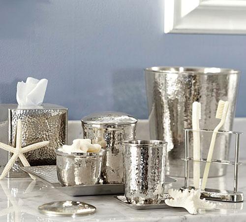 銀食器のような洗面所雑貨