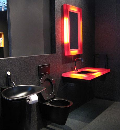 黒いトイレとカラフル照明