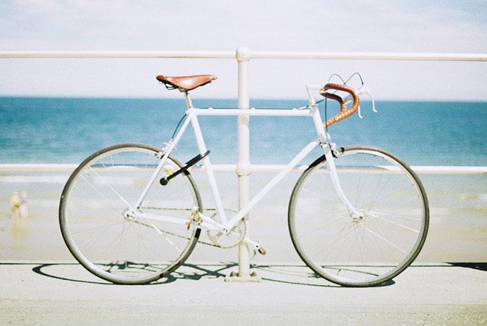 自転車の 自転車 通勤 服装 女子 : 自転車通勤&通学する女性の ...
