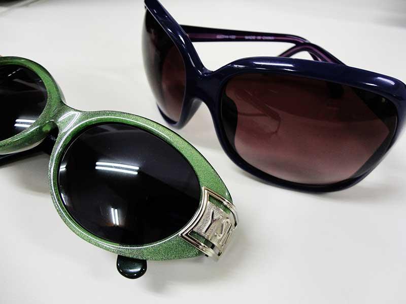 眉間のしわ対策に有効なサングラス