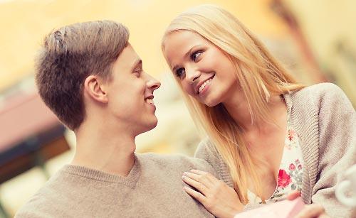 プロポーズを受ける女性
