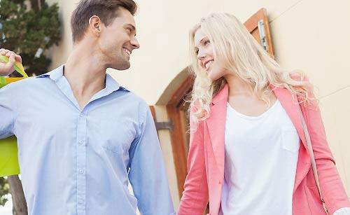 距離感を保つカップル
