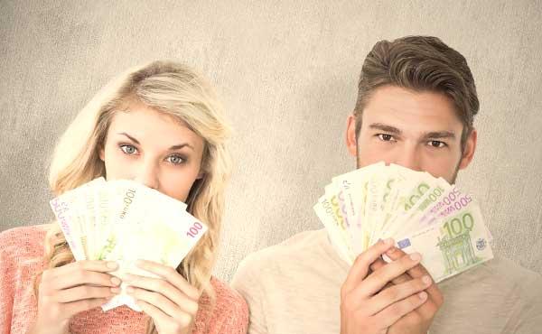 お金に問題を抱えるカップル