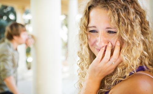 泣き落としする女性