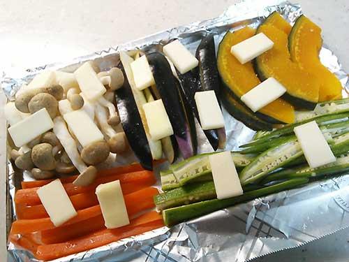 野菜にバターをのせて焼く