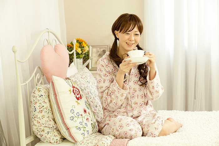 完全にパジャマな女性