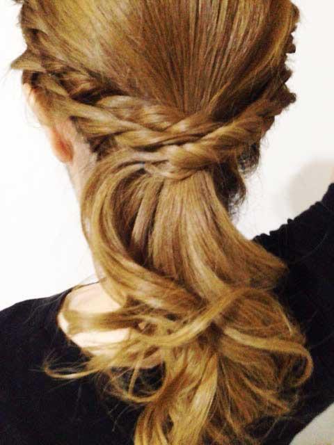 簡単可愛い髪型「ねじりヘアアレンジ」完成