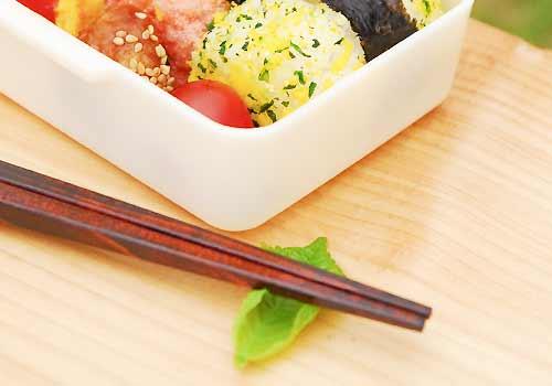 弁当箱と箸