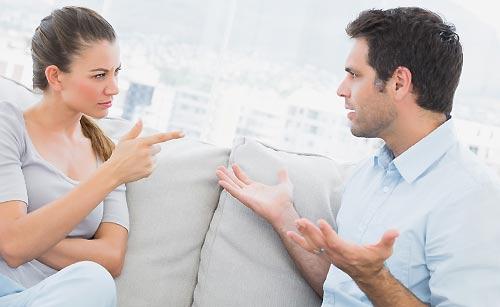 喧嘩したカップル