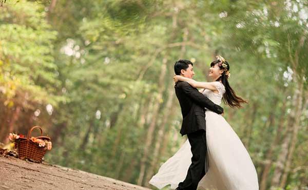 結婚を夢見るカップル