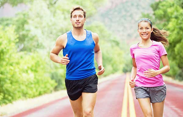 マラソンするカップル