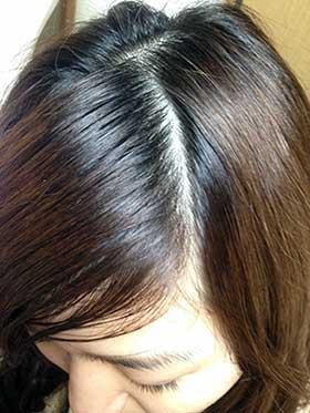 前髪を分ける