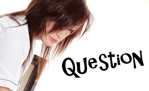 質問する女性
