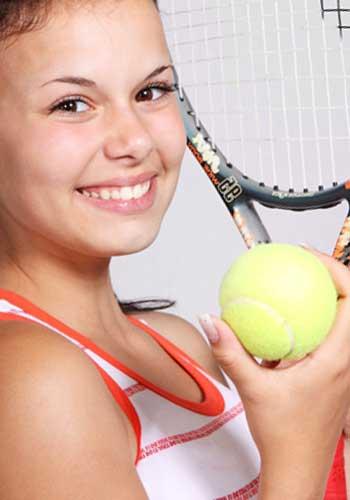 スポーツで運動をする女性