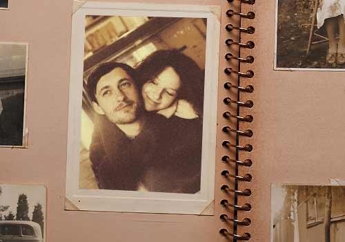 恋人たちが写った写真