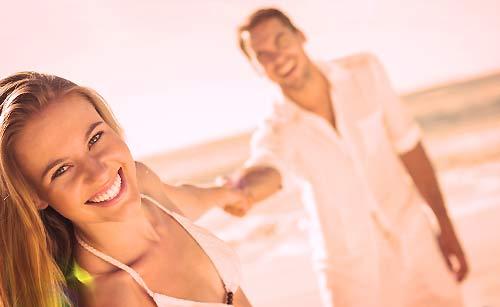 海辺のカップル