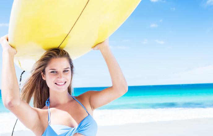 サーフィンを始める女子