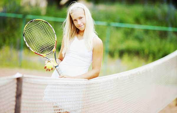 テニスが得意な女性