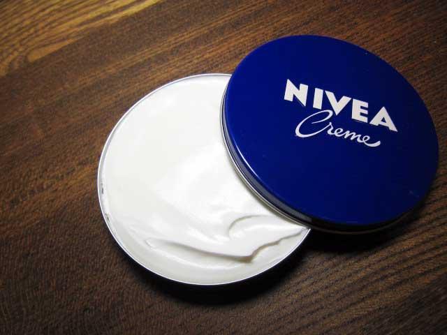 肌の乾燥対策にニベアボディクリーム