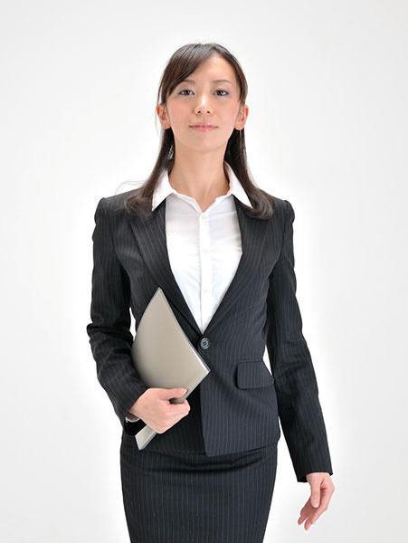 社会的地位を確立する山羊座O型女性