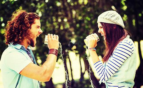口喧嘩するカップル