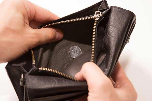 ぜいたく過ぎて貧乏になった彼氏の財布