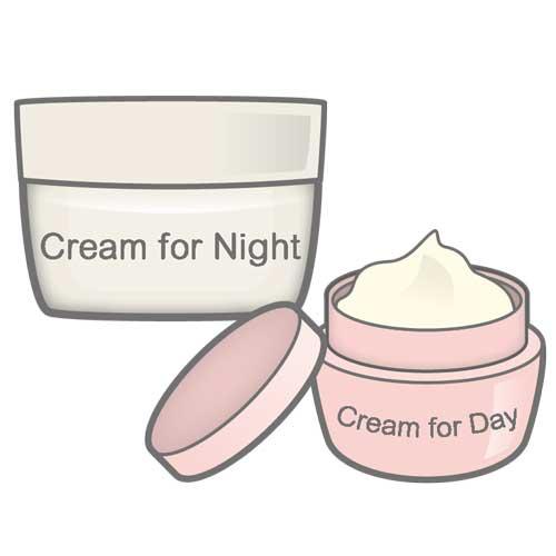 化粧水の後にはクリームを塗って潤いキープ