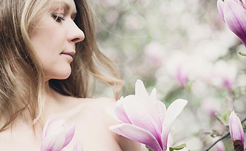 素肌を強調する女性