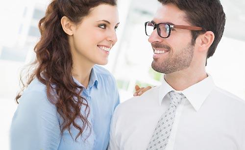 恋人の仕事を応援する女性