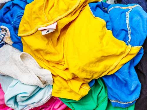 散乱した洗濯物