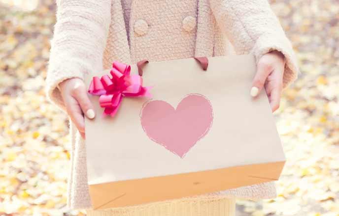 バレンタインのチョコを渡す