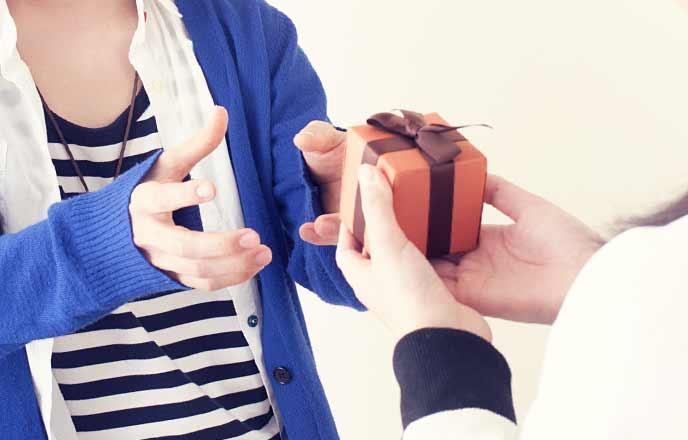 バレンタインチョコを渡す