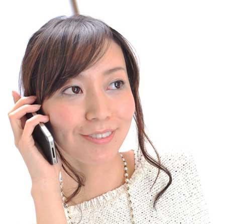 電話受ける女子