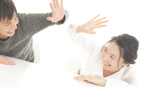 隙のある女の誘いやすい雰囲気をマネる!男をグッと引き寄せる方法