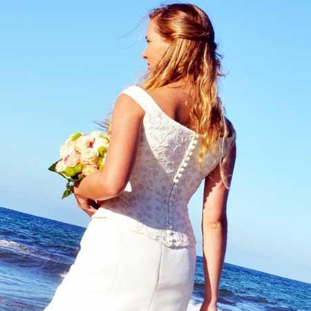花嫁姿の女性