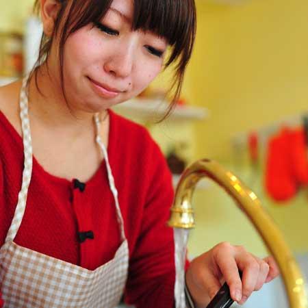 料理する女子