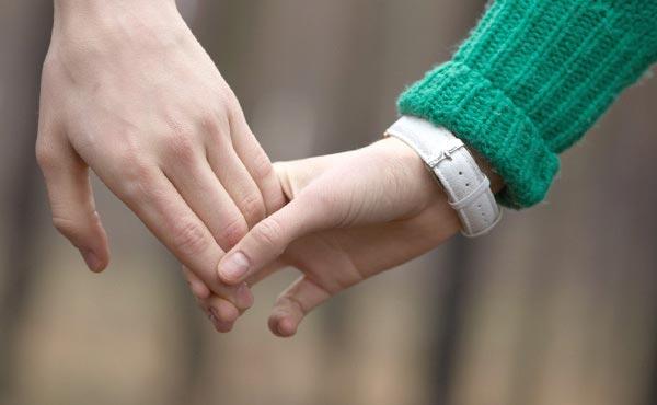 彼氏が泣いてよろこぶ!彼女からの愛情表現「嬉しい」4つの方法